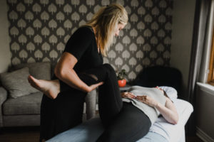 Postnatal pelvic floor phsyiotherapy treatment helps new mother relieve pain and discomfort
